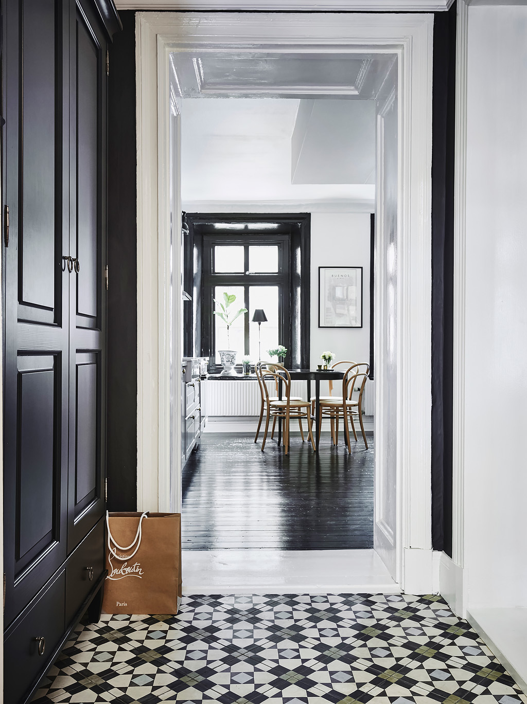 Dramatic kitchen in black and gray, black floor and windows, via http://www.scandinavianlovesong.com/