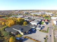 Fastigheten har ett bra läge nära E18 och centrala Västerås