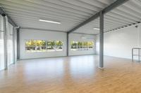 Övre plan med ljusa ytor för tex kontor, showroom eller personalutrymmen
