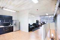 Övre plan, kök, lounge och kontor