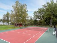 Nyanlagd tennisbana