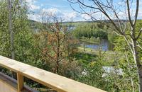 Fri utsikt mot grönska och Tullingesjön