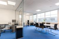 Fina kontorsplatser med bra ljusinsläpp