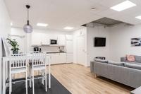 Inredd ordentligt kök och badrum samt allrum