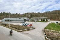 Lager/Verkstad/produktions- fastighet, Kontorsfastighet och asfalterad pargering och gård