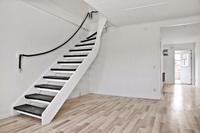 Vardagsrum med trappa