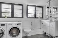 Badrum med tvättstuga på ov.