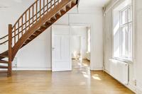 Allrum med trappa till ovanvåningen