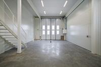 Manuell vikport alternativt glasfront om 4 x 4,5 m. separat gångdörr.