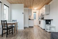 Södra annexet med rum och kök i öppen planlösning