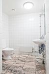 Toalett i bottenplan